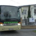 Reisebus vorm Smile Zentrum in Györ - Foto: Flying Media