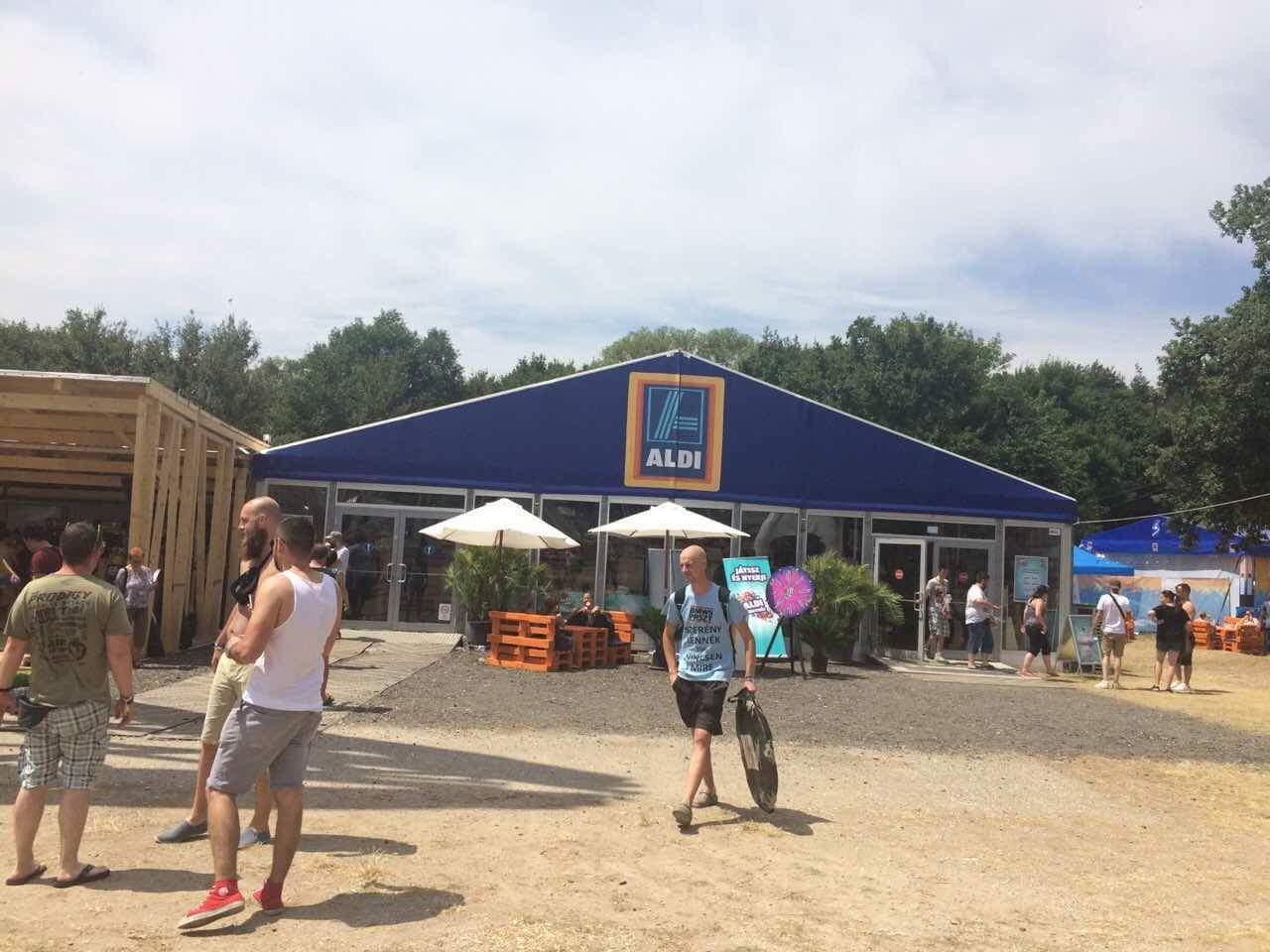 """Zelt Kaufen Aldi : Beim volt festival im """"festival aldi"""" gut gegrilltes"""